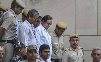 Sonia Gandhi, Manmohan Singh in Tihar Jail to meet P Chidambaram