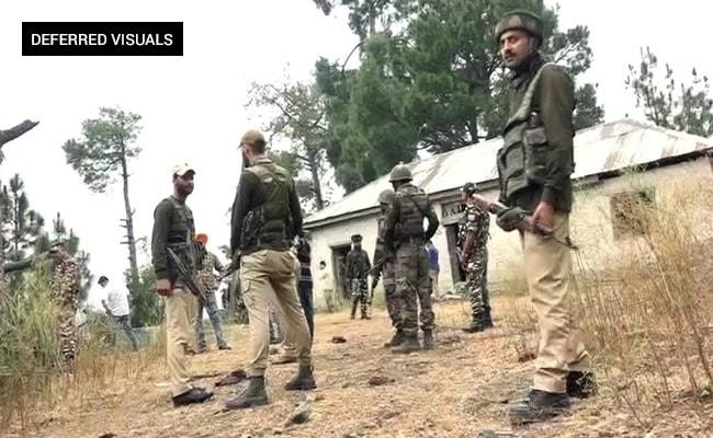 जम्मू-कश्मीर के रामबन में आतंकियों ने बस रोकने की कोशिश की, घर में लोगों को बनाया बंधक, मुठभेड़ जारी