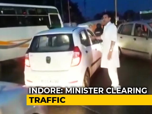 Video : Watch: Madhya Pradesh Minister, Caught In Traffic Jam, Helps Clear It