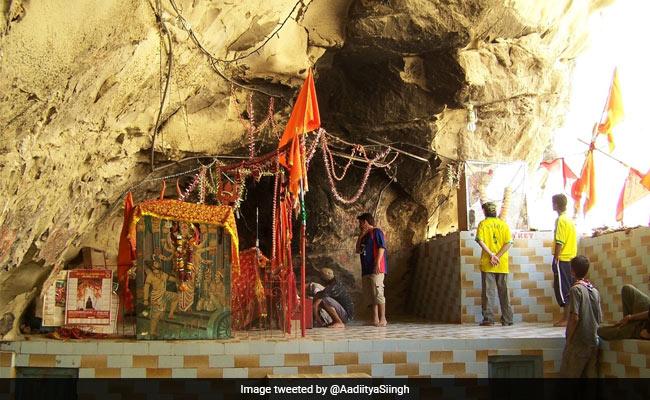 पाकिस्तान सरकार प्राचीन हिंगलाज माता मंदिर की कराएगी मरम्मत