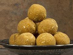 Indian Cooking Tips: How To Make Halwai-Style Besan Ladoos At Home (Video Recipe)