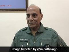 "Rajnath Singh On HAL Tejas:""এটি নিয়ন্ত্রিত"",তেজসে উড়ান শেষে বললেন ""শিহরিত"" রাজনাথ সিং"