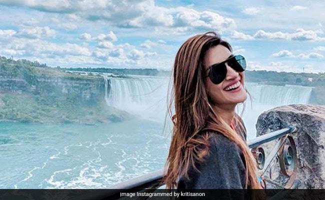 Kriti Sanon's Postcard-Worthy Pic From The Niagara Falls
