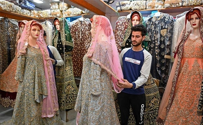 'Not Much To Celebrate': Kashmiris Trim Big Weddings After Restrictions