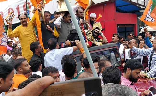 कुंभकर्ण, घंटे और ढोल-मंजीरों के साथ बीजेपी ने पूरे मध्यप्रदेश में किया विरोध प्रदर्शन, कांग्रेस ने दिया जवाब