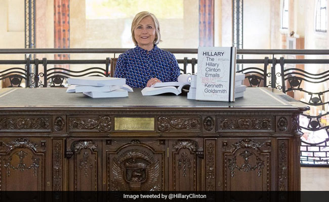 Hillary Clinton Trolled For Reading Emails At Art Exhibit