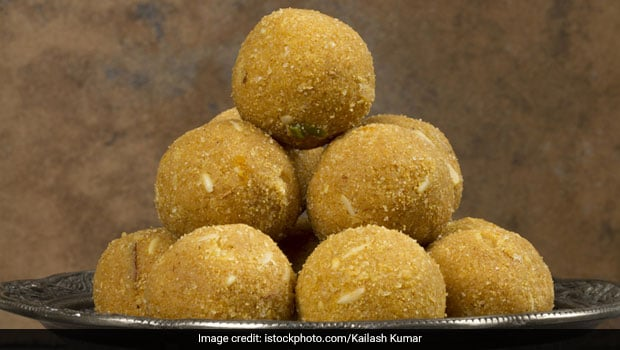 Durga Puja 2019: How To Make Besan Ladoos At Home (Video Recipe)