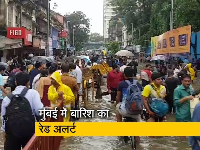 Videos : बारिश की वजह से मुंबई के तमाम इलाकों में भारी ट्रैफिक जाम