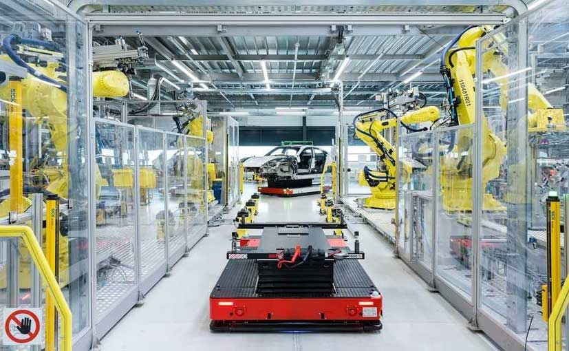 The Porsche Taycan production uses a Flexi-Line with driverless transport systems.