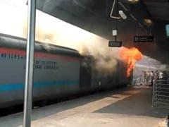 नई दिल्ली स्टेशन पर चंडीगढ़-कोचुवेली एक्सप्रेस ट्रेन के इंजन में लगी आग