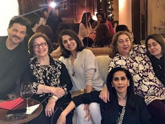 Neetu Kapoor Is 'Getting Back In The Groove' With Other Kapoors. See Pic