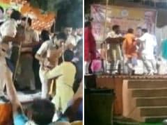 जनता के सामने भिड़े BJP नेता, मंच पर जमकर चले लात-घूसे- Video आया सामने
