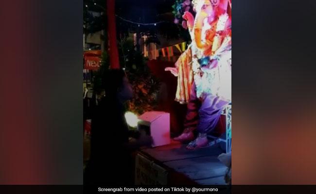 TikTok Top 10: আরতির সময় হাঁটতে শুরু করলেন গণপতি, লক্ষাধিক শেয়ার