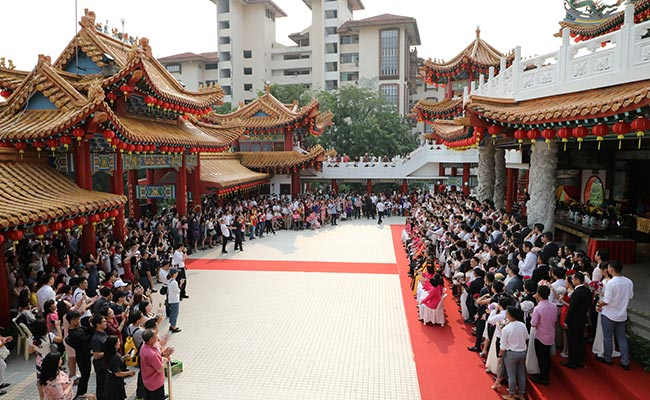 99 Couples In Malaysia Get Married During Mass Wedding Ceremony