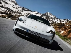 Porsche's Electric Taycan Draws Interest From 30,000 Buyers: Report