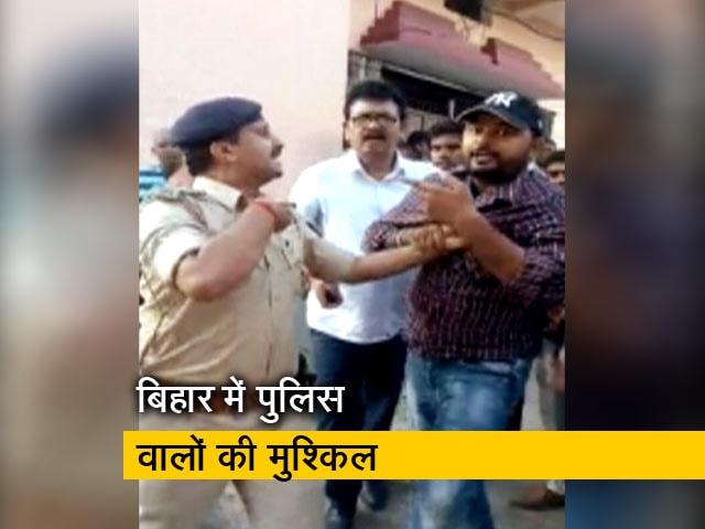 Videos : बिहार में कई पुलिसवालों पर लग रहा ट्रैफिक नियम तोड़ने का आरोप