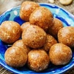 Try Dates And Cashews Balls For A Healthy Snacking Option