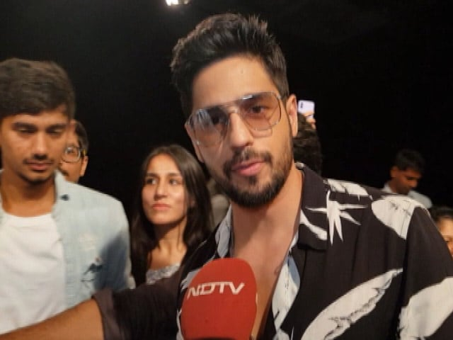 Video : Actor Sidharth Malhotra Joins The #BanegaSwasthIndia Movement