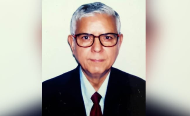 From ITI To IIT: At The 'Young Age' Of 77, He Is A PhD From IIT Delhi
