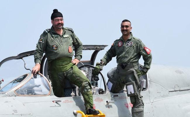 IAF प्रमुख बीएस धनोआ के साथ विंग कमांडर अभिनंदन ने मिग -21 में भरी उड़ान