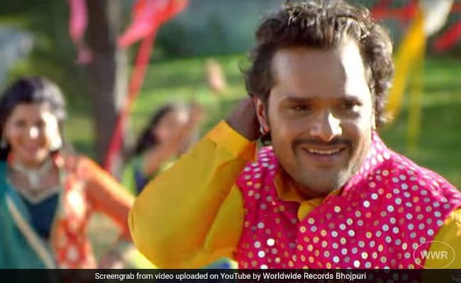 Latest Bhojpuri Song: खेसारी लाल यादव हुए स्मृति सिन्हा की अदाओं पर फिदा, Video 4 करोड़ के पार