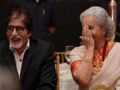 When Amitabh Bachchan Carried Waheeda Rehman's <I>Juttis</i> On The Sets Of <i>Reshma Aur Shera</i>