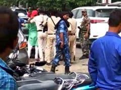 बिहार : मुजफ्फरपुर में सीएम नीतीश कुमार की कार पर स्याही फेंकी, काले झंडे दिखाए गए