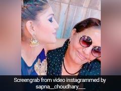सपना चौधरी की मम्मी ने लगाया 'चश्मा' तो डांसिंग क्वीन ने गाया- तू बेमिसाल है...देखें Video