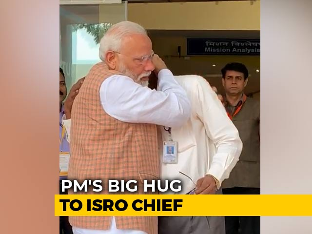 Video : Moment When PM Modi Consoled An Emotional ISRO Chief