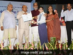 Union Minister Distributes Prize To Winners Of Sign Language Competition 2019