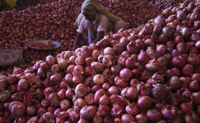 Government Curbs Onion Shipments By Imposing Minimum Export Price