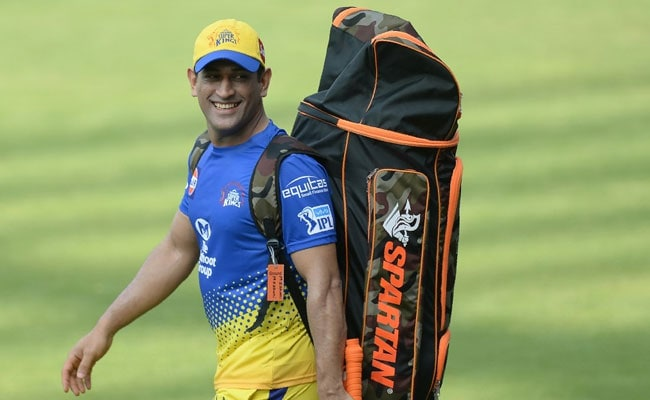 CSK treats fans with a Dhoni photo