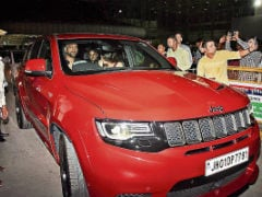 MS Dhoni Spotted Driving His New Jeep Grand Cherokee Trackhawk For The First Time