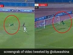 फुटबॉल मैच में गोलकीपर ने 5 सेकंड में बचाए दो गोल, देखते रह गए खिलाड़ी, देखें VIDEO