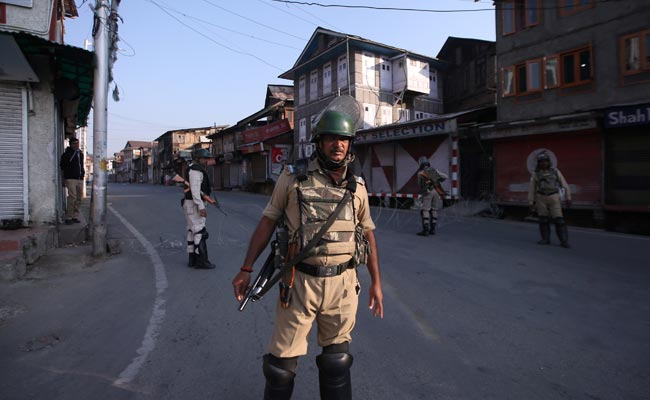 Two US Lawmakers Seek Immediate End Of Communication Blackout In Kashmir