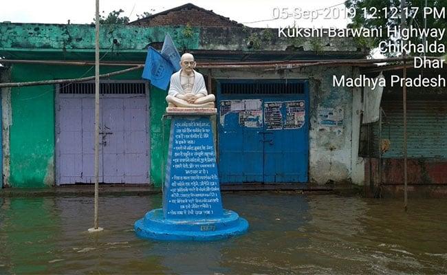 गुजरात की जिद और मध्यप्रदेश में नर्मदा में डूबता जीवन, ग्रामीण जाएं तो जाएं कहां? देखें - VIDEO