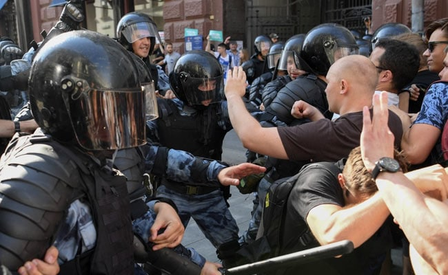 2 Russians Sentenced Jail Term Over Anti-Government Protests