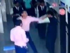 Gujarat News: टीचर ने की छात्र की पिटाई तो माता-पिता पहुंच गए स्कूल और फिर...