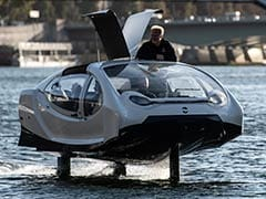 """""""Flying"""" River Taxi Tests Seine Waters In Paris"""