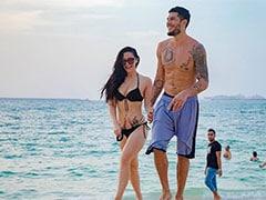 कृष्णा श्रॉफ बॉयफ्रेंड संग समुद्र किनारे यूं आईं नजर,  देखें वायरल Pics