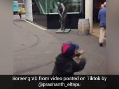 TikTok Top 5: लड़के ने ऐसी कमाल की फेंकी गेंद, लगा शॉट...क्रिकेट फैन्स के बीच Viral हुई ये Video