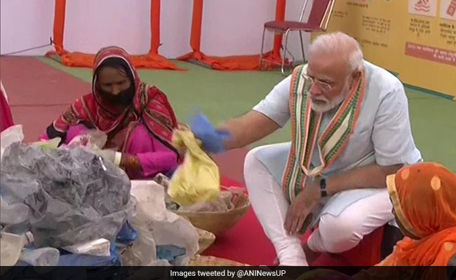 PM Picks Plastic From Waste Along With Garbage Workers In UP