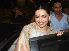Deepika Padukone, Draped In Gorgeous <I>Saree</I> For <I>Ganesh Utsav</i>, Offered Prayers At Lalbaugcha Raja