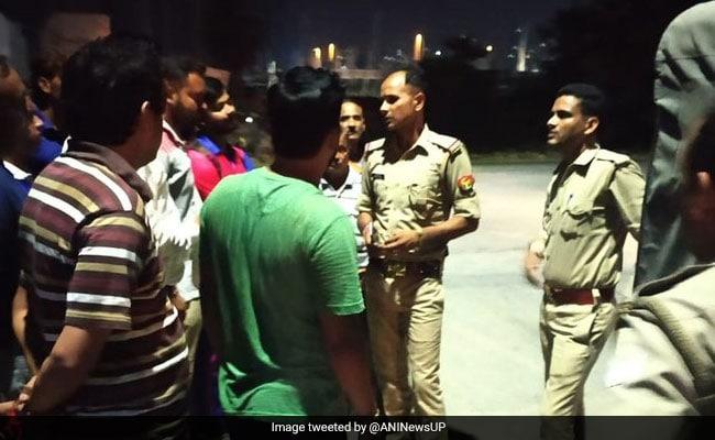 दिल्ली से सटे ग्रेटर नोएडा में आठवें फ्लोर की बालकनी से नीचे गिरी किशोरी, मौत