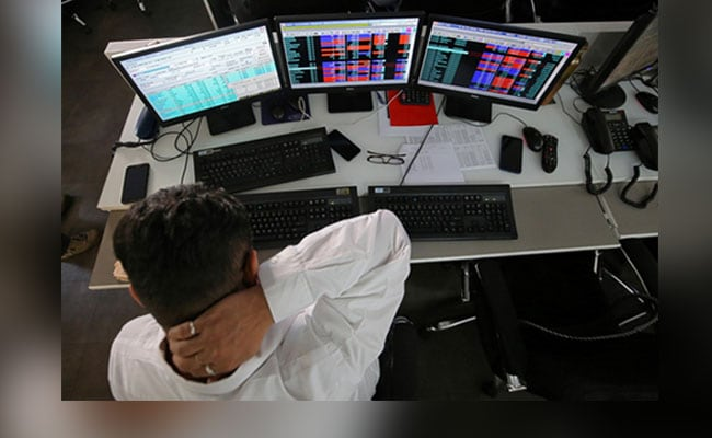 Sensex Falls 262 Points, Stages Biggest Fall In Two Weeks