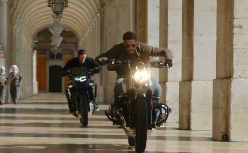 War Movie Scene: Hrithik Roshan and Tiger Shroff will be seen involved in a high octane motorcycle chase.