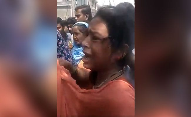 बच्चा चोरी करने के आरोप में भीड़ ने दो महिलाओं की जमकर कर दी पिटाई- देखें Video