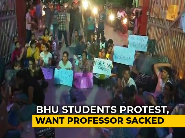 Video : BHU Students Protest Against Professor Accused Of Sex Harassment