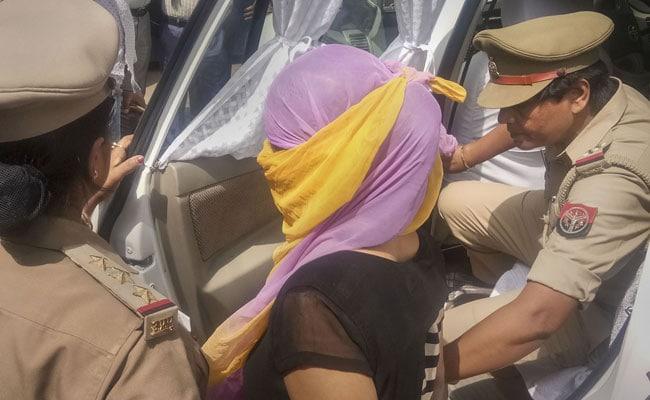 चिन्मयानंद पर रेप का आरोप लगाने वाली छात्रा को 14 दिन की न्यायिक हिरासत में भेजा गया