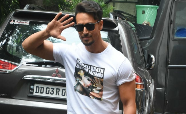Tiger Shroff And Hrithik Roshan's 'T-Shirt War' Just Got Better. Don't Want This To End